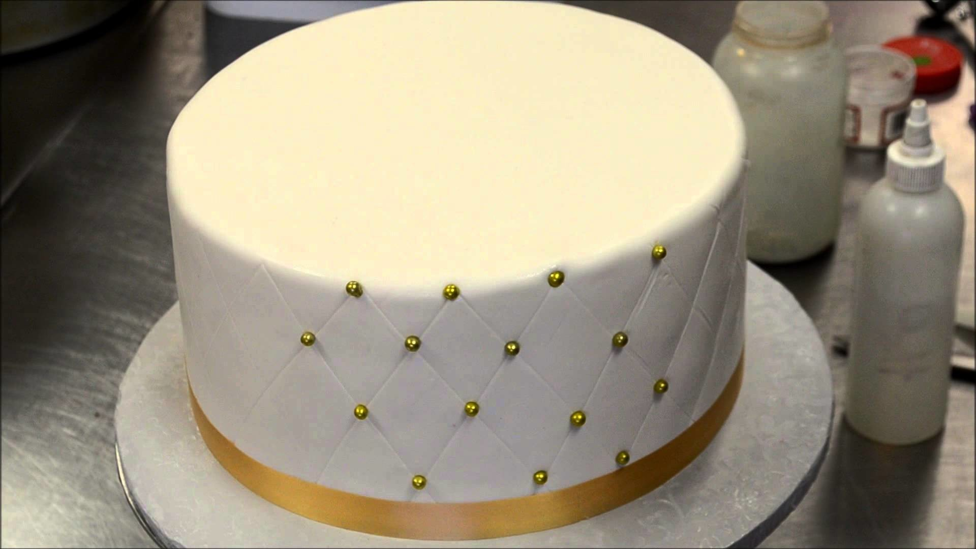 How to make Diamond Patterns on Cake with Eatable Dots