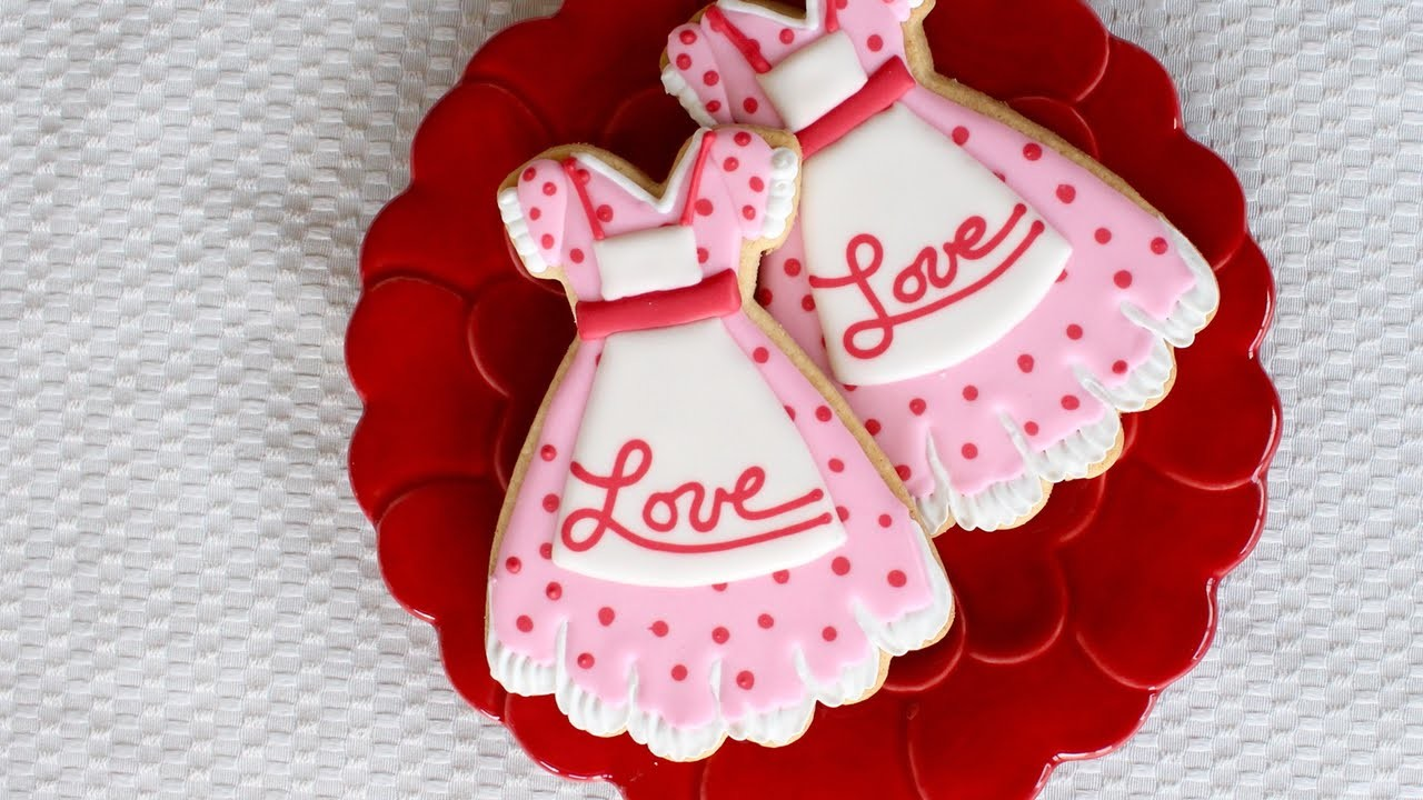 How to make Valentine's day cookies - Polkadot dress cookie
