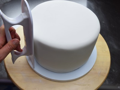 How To Cover A Cake With Fondant For Beginners| Updated Version
