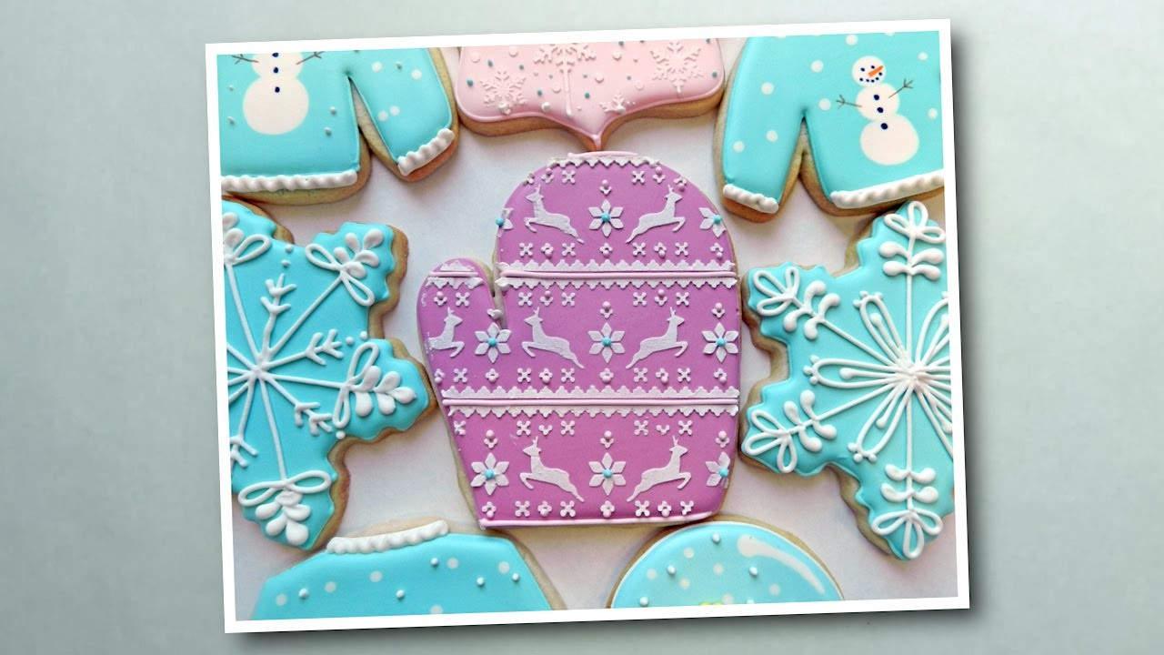 How to Decorate a Mitten Cookie Using Royal Icing Stenciling