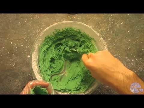 How to make a Christmas Wreath Cake