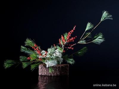 How to make an easy Ikebana Christmas Arrangement -  Part 1.3