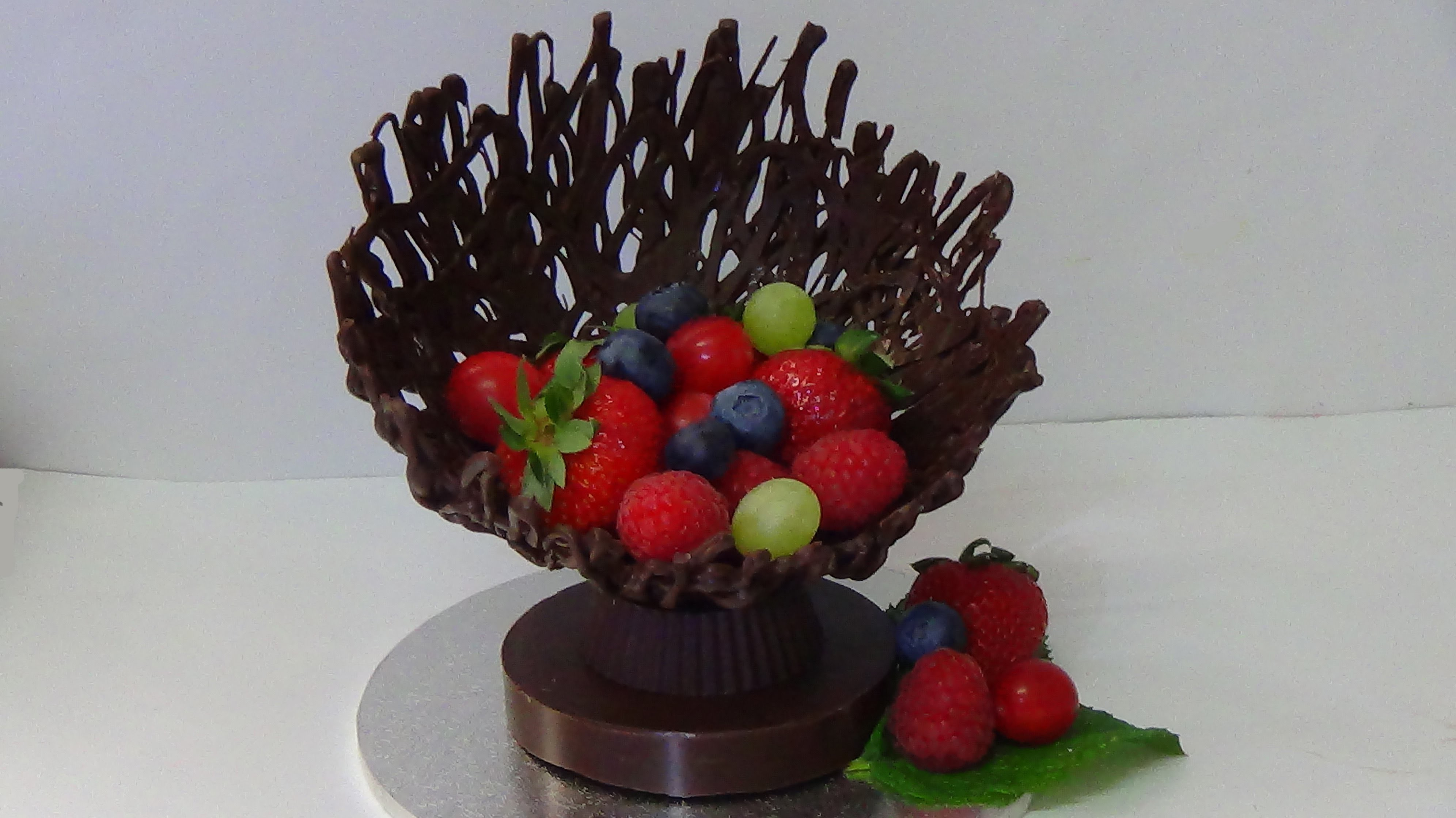 How to make chocolate fruit cup