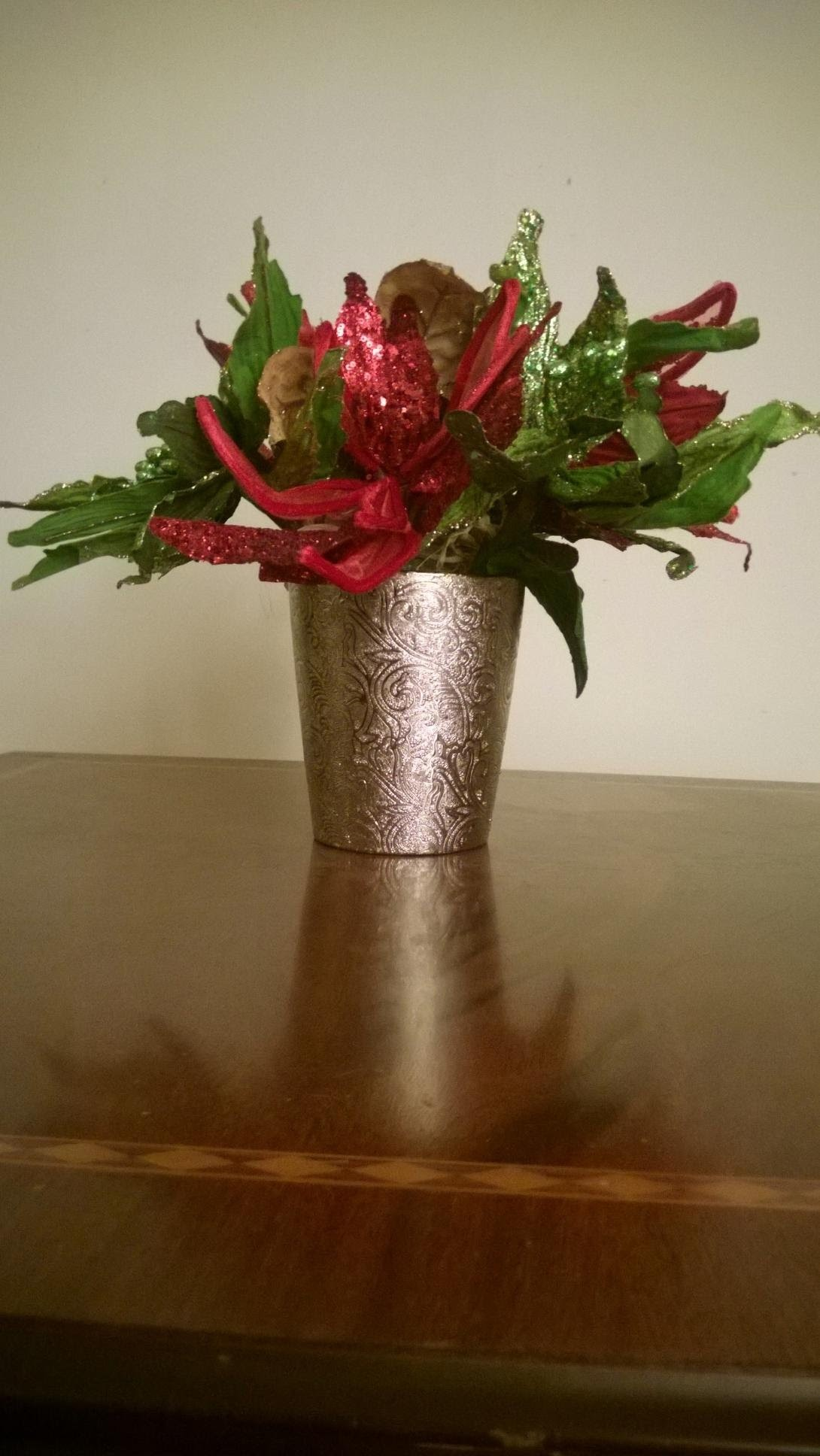How to make easy Christmas Flower Arrangements