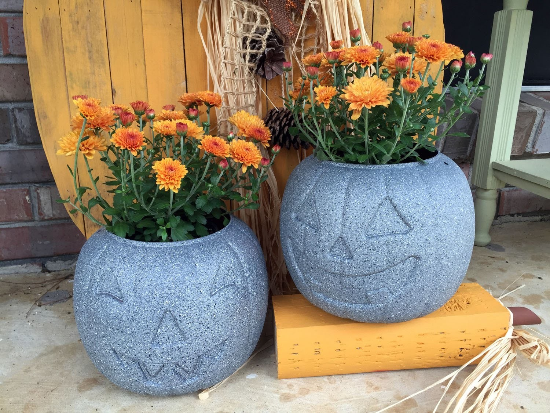 How to make your plastic pumpkins look like stone!  Stone Pumpkins Tutorial
