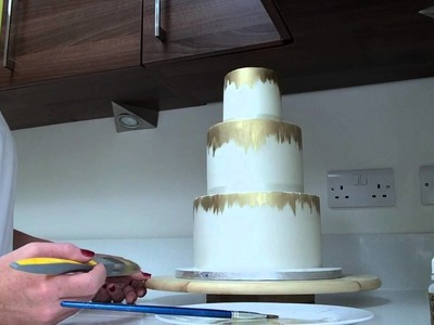 How to Paint.Create an Antique Edible Gold Effect on the side of your Cake