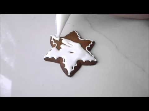 How to decorate gingerbread snowflakes with a solid design