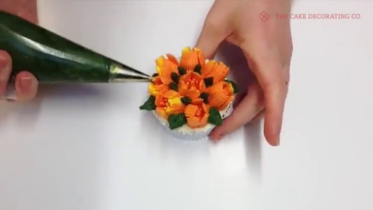 Flower Piping Tip: How to pipe a Christmas Cactus - Floral Cupcake