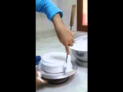 How to make and Decorate a cream Cake.Technique