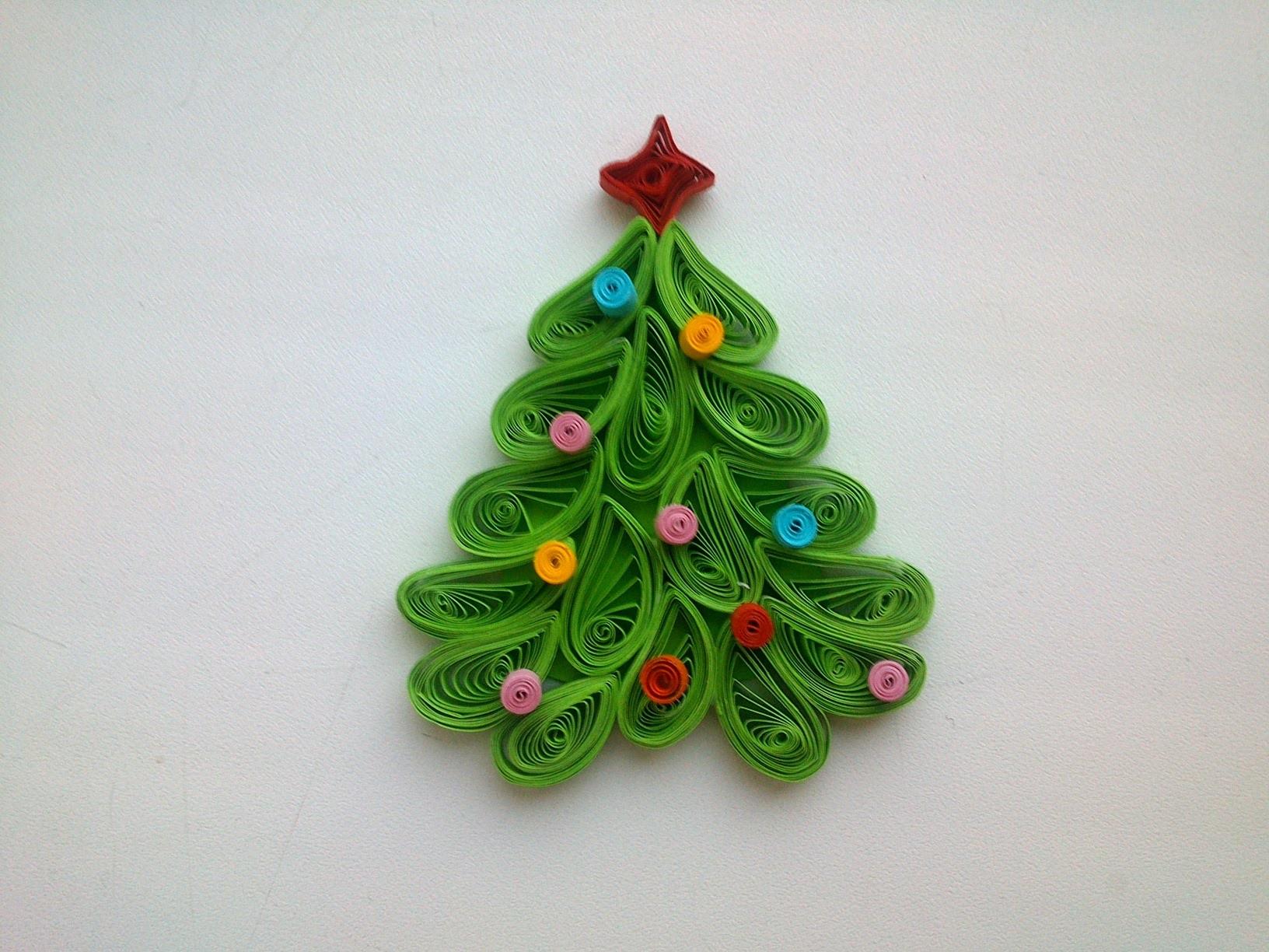 Quilling christmas decoration make quilling christmas for Decoration quilling