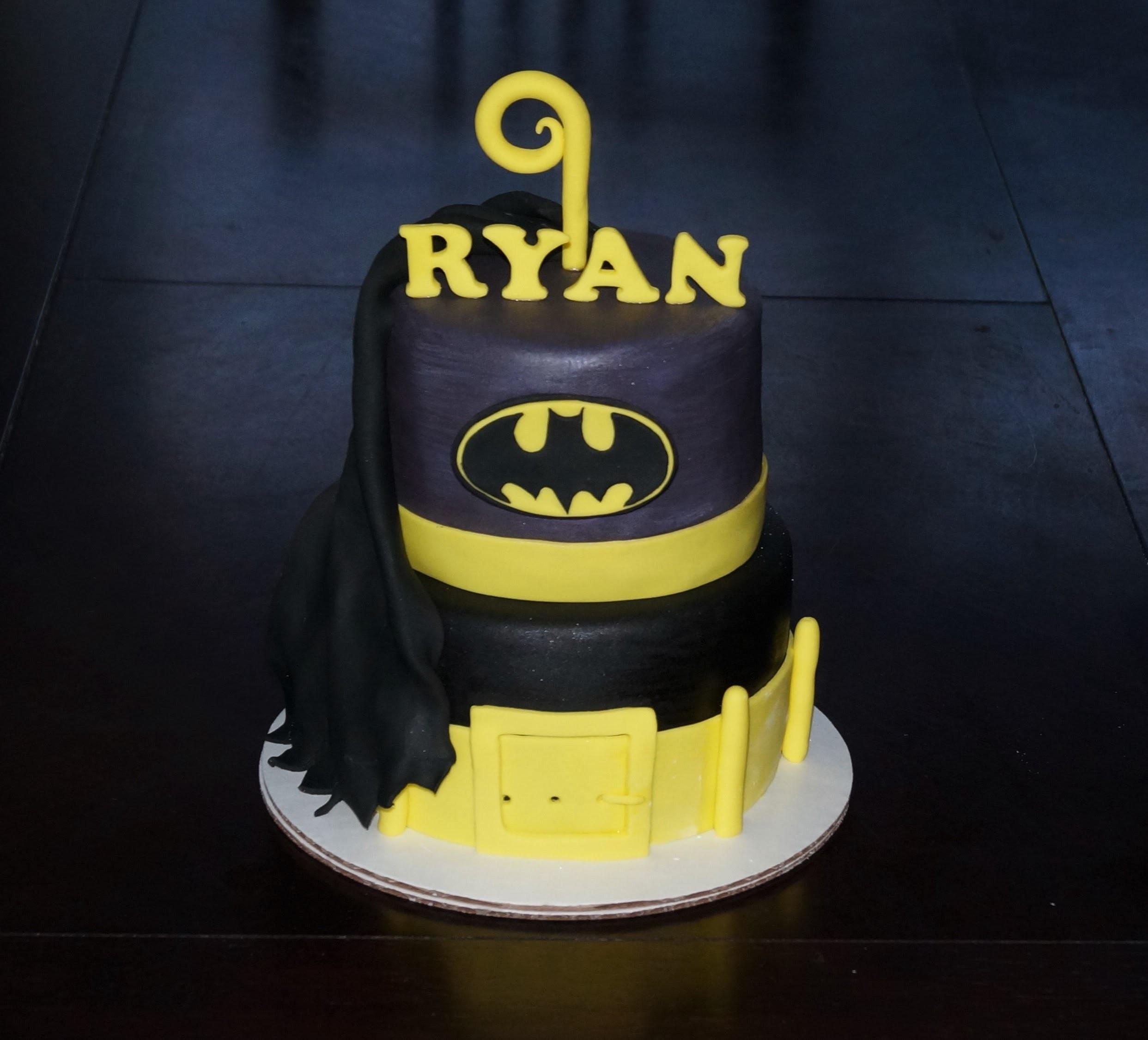 Cake decorating - how to make a batman fondant logo