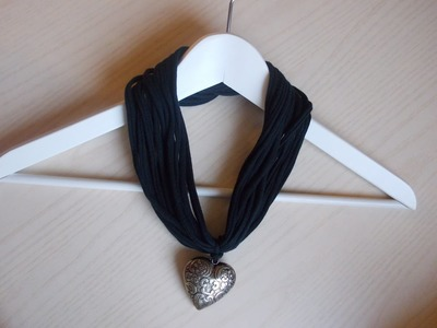 Come fare la fettuccia per collane da una maglietta | How to create yarn from a tshirt for necklace