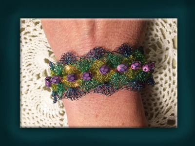 How to crochet a multicoloured wire bracelet