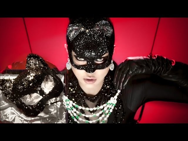 How To Create A Sparkly Catwoman Mask? Haifa Wehbe Inspired