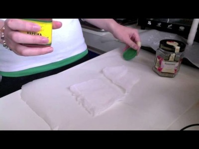 How to colour candle wax naturally