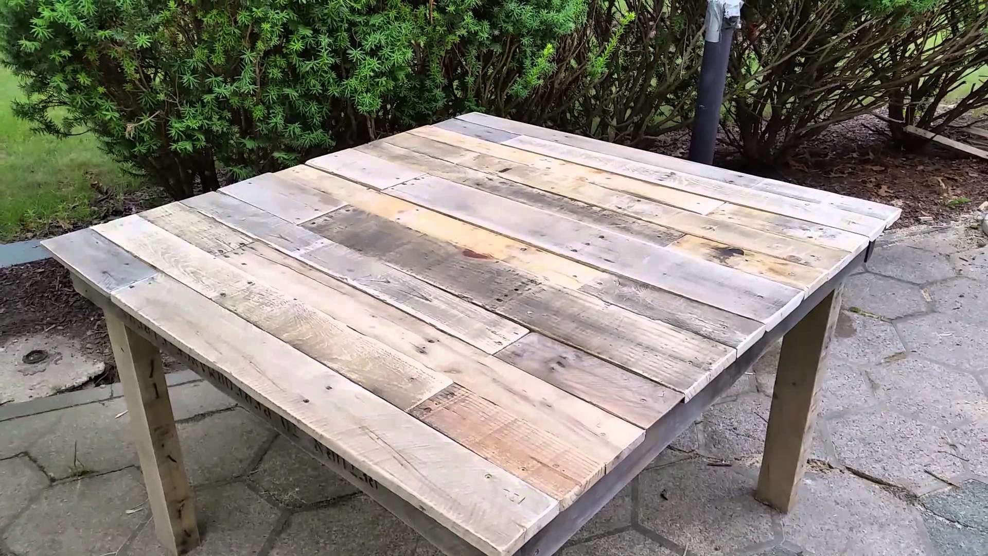 DIY giveaways & tutorials- DIY Pallet Table - 100% Pallet Wood Table ~ Mesa de Madera de Palets