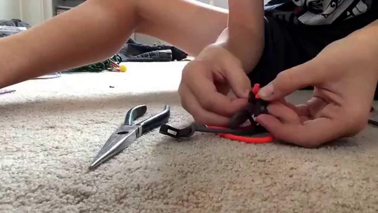 How to make a para cord bracelet!! Tutorial!