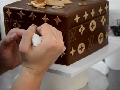 How to make Louis Vuitton Cake