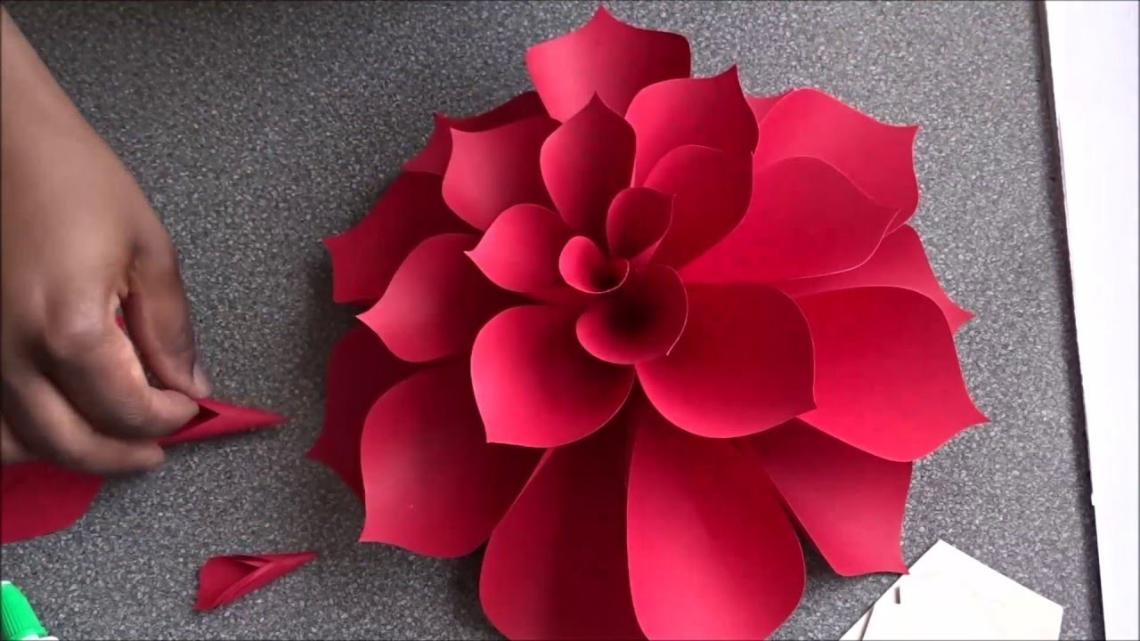 Ariana giant paper flower for Anyone can craft