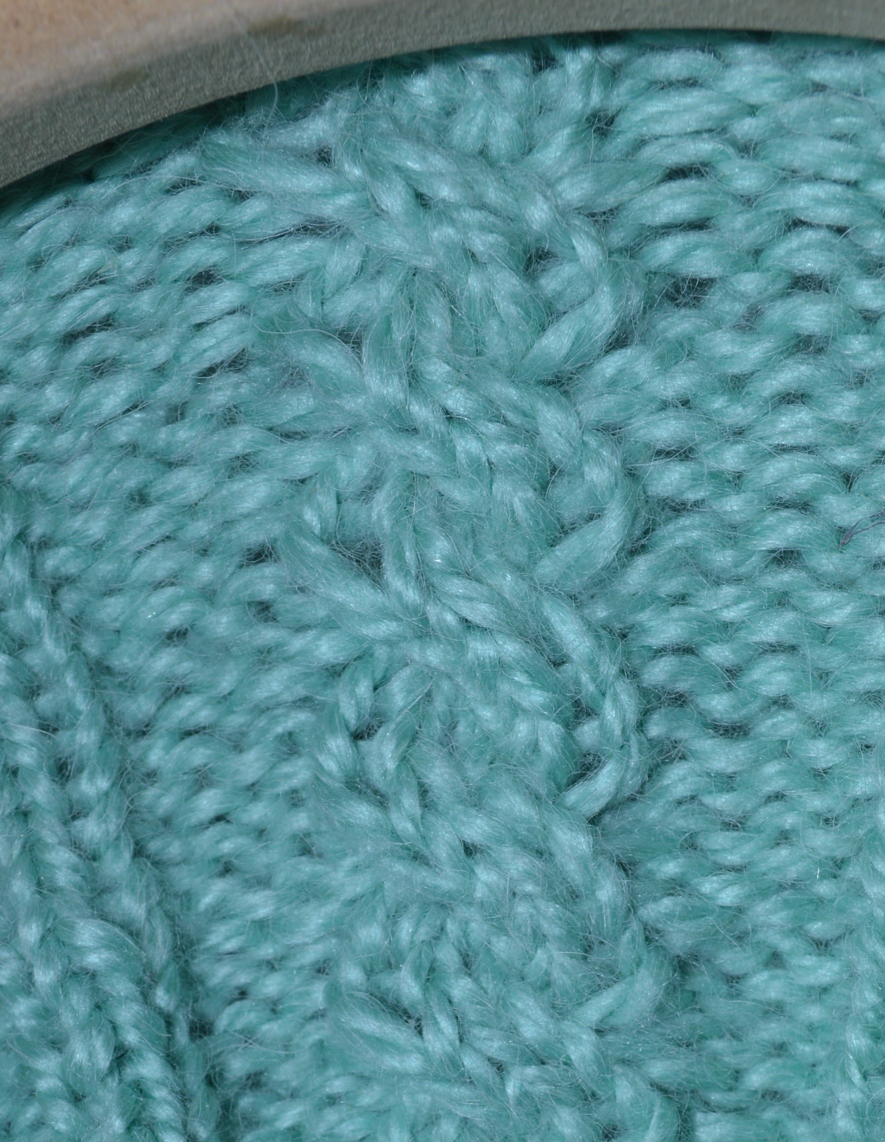 How to Loom Knit the 4 Stitch Left Cable Cross