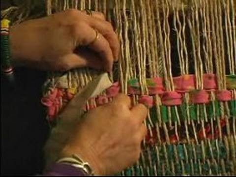 How to Weave on a Frame Loom : How to Weave a Pattern into a Plain Rug