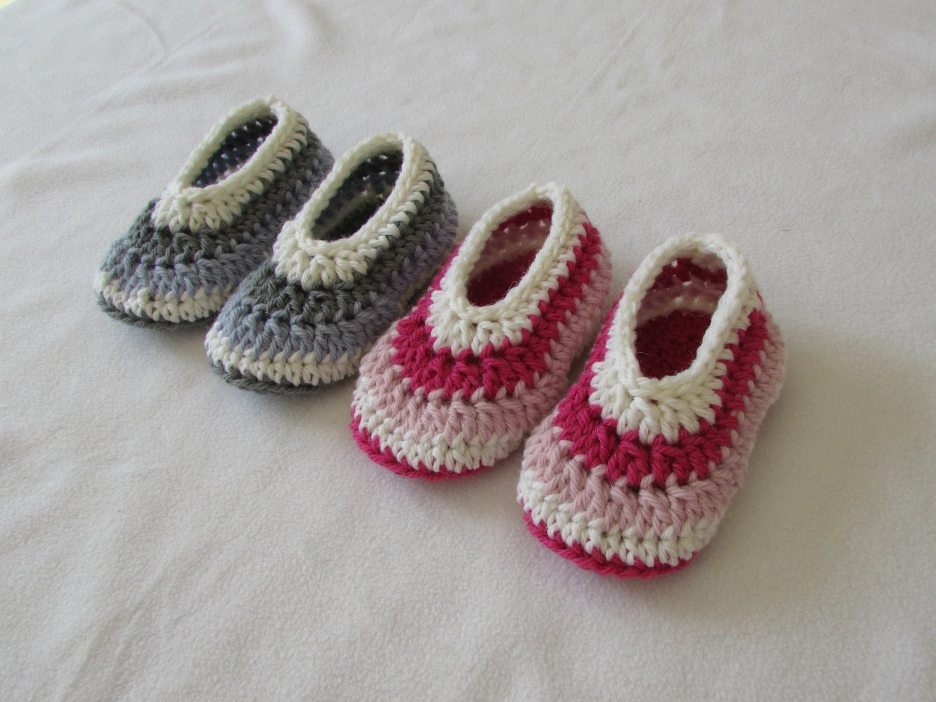How to crochet easy childrens shoes booties for beginners for Crochet crafts for kids