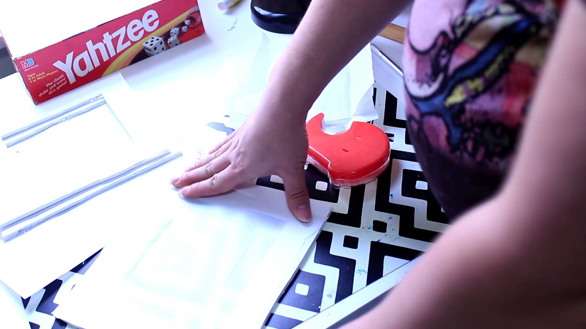 DIY Light Box for Nail Photos- Easy and Cheap