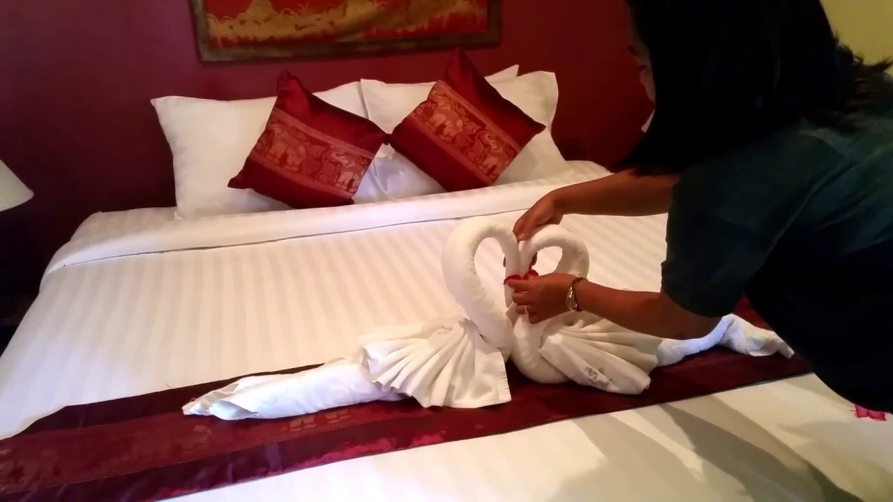 Towel Art with Anny Sun - How to make a beautiful swan and impress your guests!