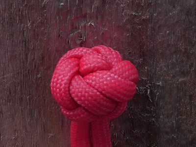 How To Tie A Kings Crown Button Knot With Paracord