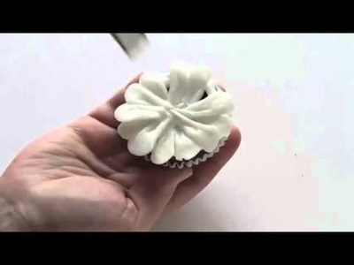 How to Pipe a Buttercream Daisy! {new & improved}
