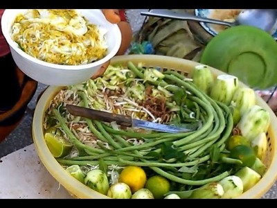 How to sell Num Banh Chok - Khmer Noodle on street in phnom penh