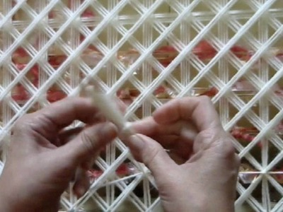 POM POM BLANKET LOOM - STEP BY STEP TUTORIAL PART 4 - How to tie off using a shuttle -