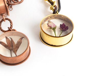 Artbeads Mini Tutorial - How to Embed Organics in Resin with Becky Nunn