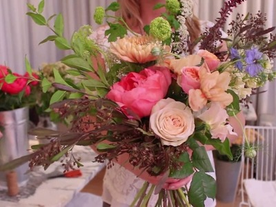 How to make a hand-tied flower bouquet