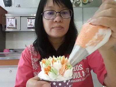 How to use Russian Nozle no 2 Butter Cream Flowers ( tips)