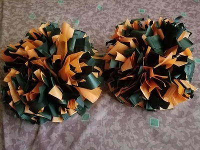 how to make pom poms with fingers