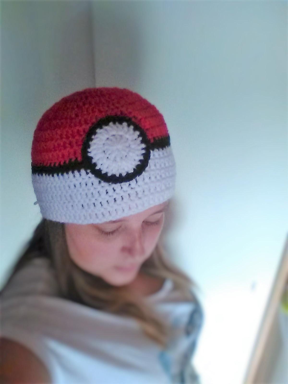 Gotta wear 'em all - How to crochet a pokéball beanie