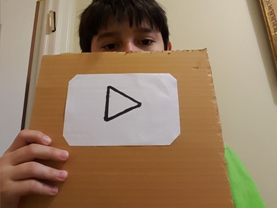 how to make a paper play button
