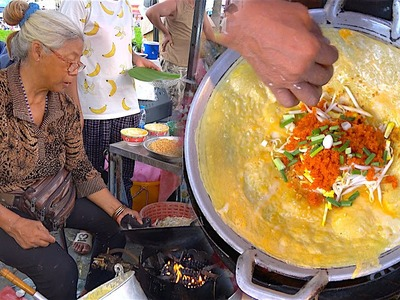 Vietnamese Crepe Banh xeo (Bánh xèo) How it's made in Thailand Street Food