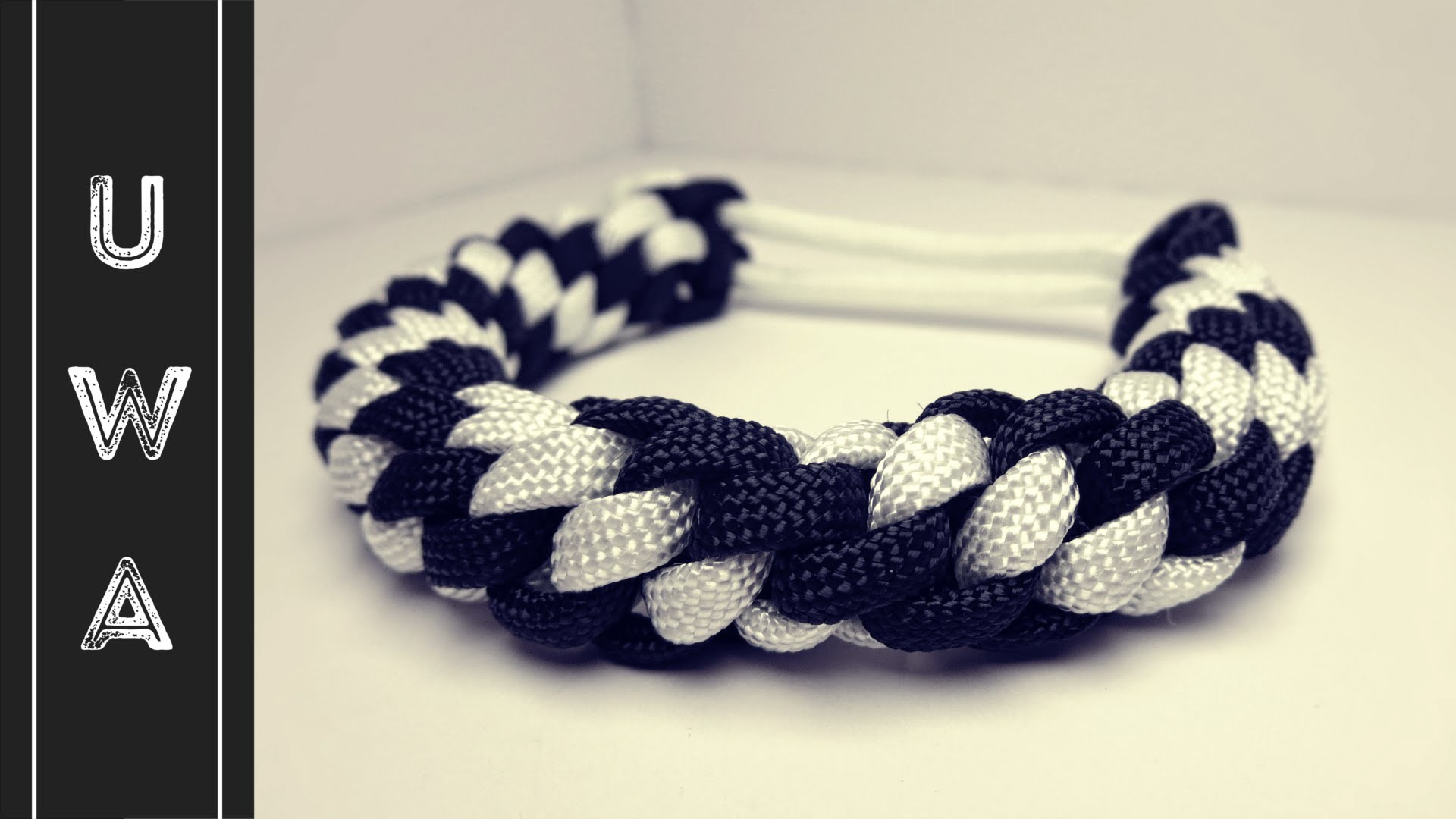 How to make a Round Crown Sinnet Paracord Bracelet [MAD MAX] [NO BUCKLE NEEDED]