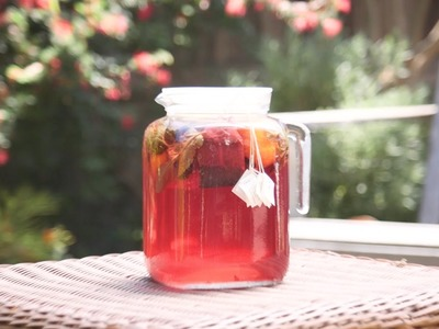 How to Make a DIY Hibiscus Sun Tea!