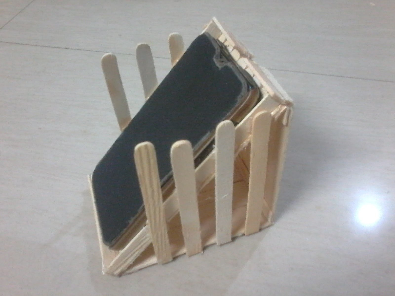 Diy how to make mobile stand beach bench model using for Designs using ice cream sticks