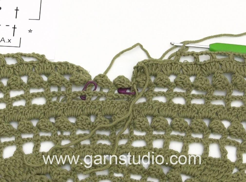 DROPS Crocheting Tutorial: How to work the neck (back and front piece)