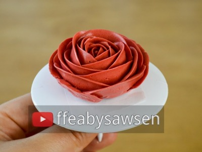 How to pipe the perfect buttercream roses - buttercream rose flower cake decorating tutorial