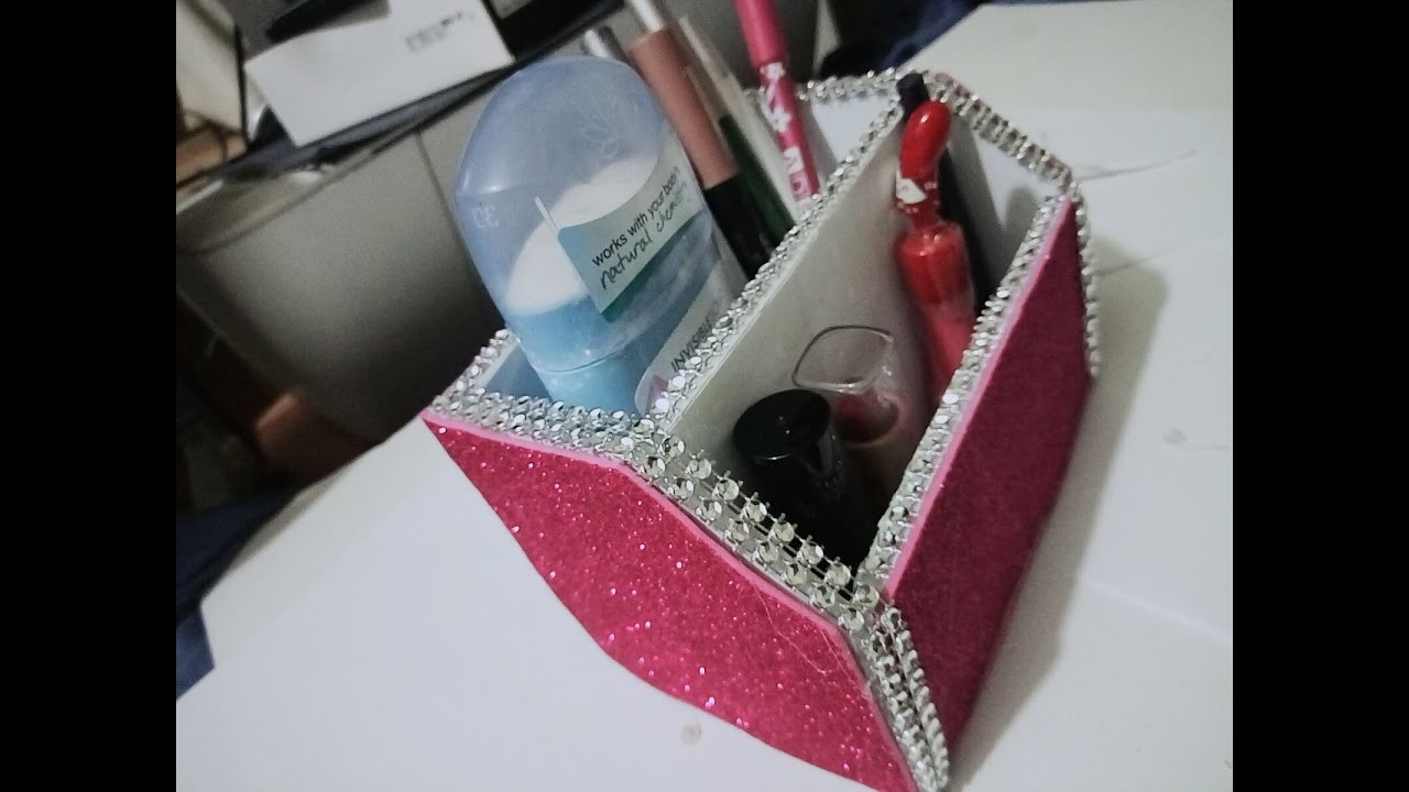 DIY - Crafts . How to Make a Cardboard Desk Organizer + Tutorial .