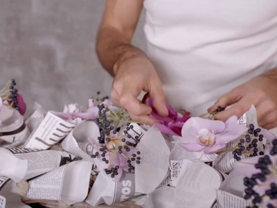 Newspaper Wreath by Alex Segura | Flower Factor How to Make | Powered by Ichtus Flowers