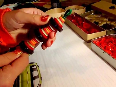 How to make Christmas tree ornaments using buttons and pipe cleaners