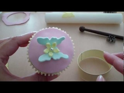 How to Make Cupcake Toppers (3) - Fondant Butterfly