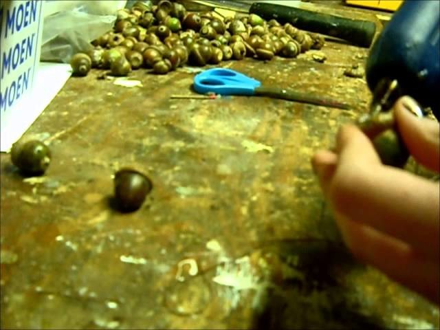 How to make a wreath using acorns-part 2