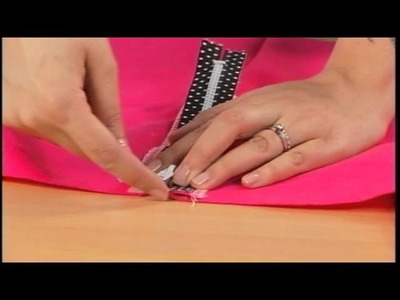 Gretchen Hirsch Shows How To Add an Exposed Zipper to a Pencil Skirt on It's Sew Easy (304-1)